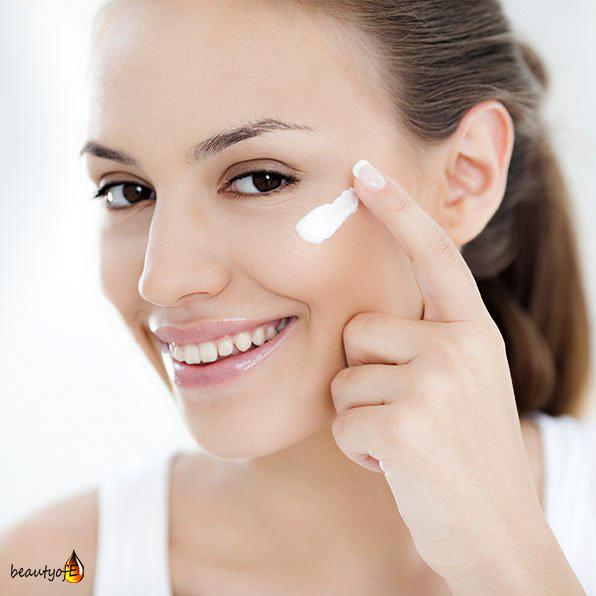 How to apply vitamin E oil cream for eyes